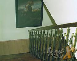 Schody drewniane- bukowe, bejcowane, ułożone na betonie. Elegancka balustrada z elementami giętymi z pochwytem drewnianym. Wykonanie- Jaworzno, woj. śląsk.