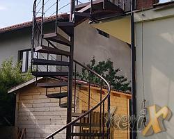 Schody kręcone o wysokości 4m, średnica 1,6m , ocynk ogniowy + malowanie proszkowe, wykonanie w Bielsku-Białej