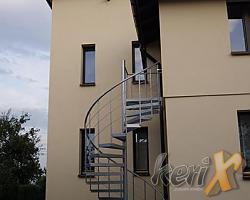 Schody kręcone o wysokości 4m, średnica 1,8m, ocynk ogniowy + malowanie proszkowe, wykonanie w Wiśle Małej